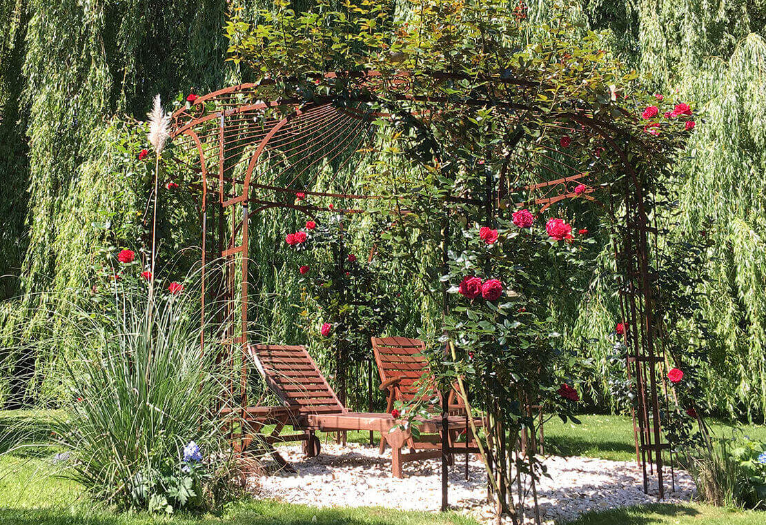 Gartenpavillon Florenz, mit Rosen berankt, unbeschichtet Edelrost