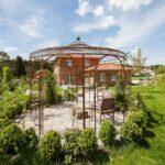 Gartenpavillon Florenz mit Messingkugel, unbeschichtet mit Edelrost