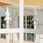 Gartenpavillon Verona mit Sonnensegel und Rankgitter Rosa, Detailansicht Spitze, pulverbeschichtet in Sonderfarbe Weiß
