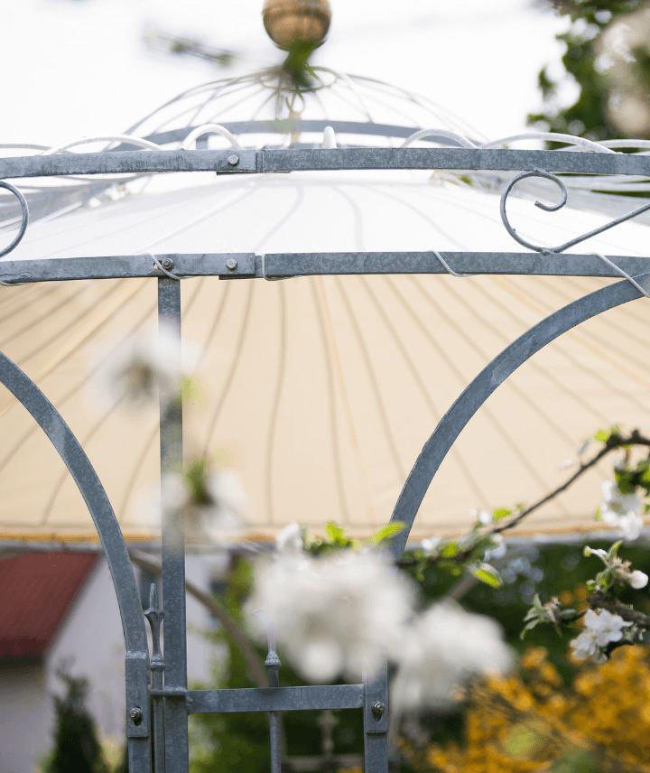 pavillon-florenz-feuerverzinkt-sonnensegel-messingkugel-detail_720x856_stage