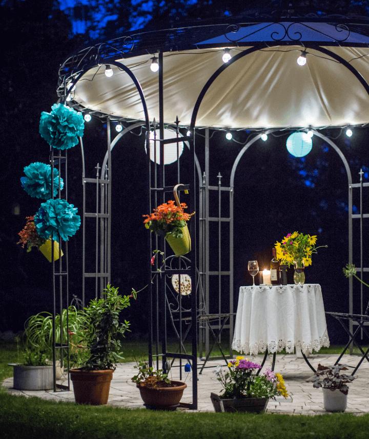 pavillon-florenz-pulverbeschichtet-sonnensegel-messingkugel-nacht_720x856_stage