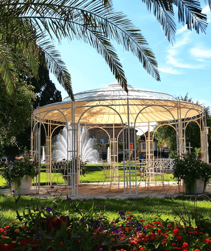 pavillon-toskana-pulverbeschichtet-sonderfarbe-sonnensegel-messingkugel-tropisch_720x856_stage