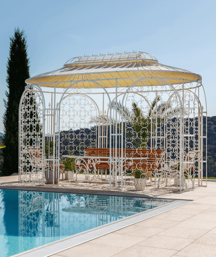 pavillon-verona-pulverbeschichtet-weiss-sonnensegel-rankgitter-pool_720x856_stage